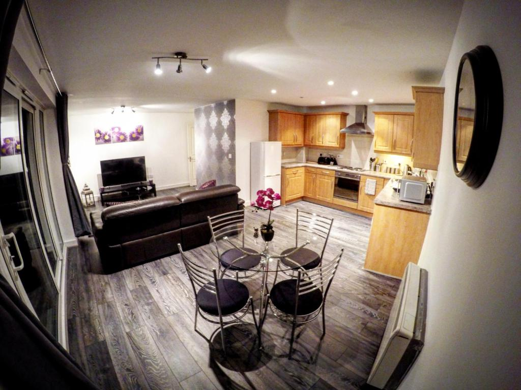 A kitchen or kitchenette at Park View Luxury Apartments