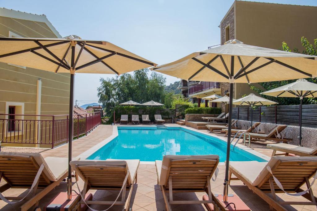Piscina di GreKa Ionian Suites o nelle vicinanze
