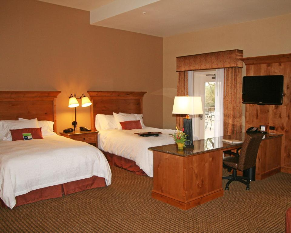 A bed or beds in a room at Hampton Inn & Suites Buffalo