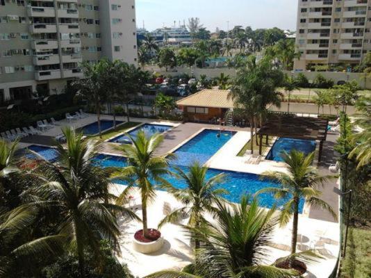 Uma vista da piscina em Apartamento en Barra de Tijuca ou nos arredores
