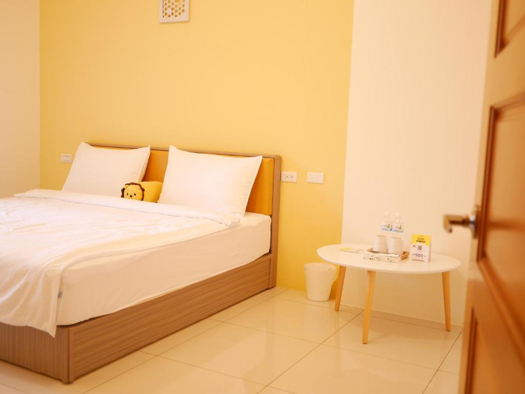 A bed or beds in a room at Green Inn