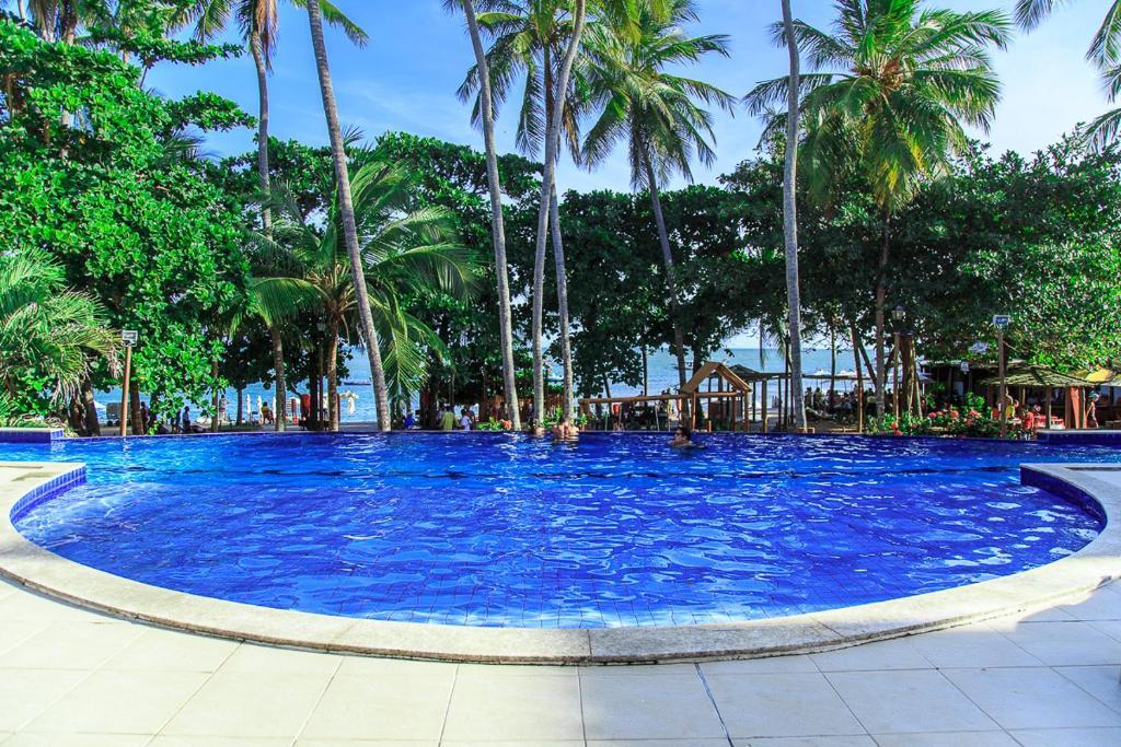 The swimming pool at or close to Apt. Enseada Praia do Forte