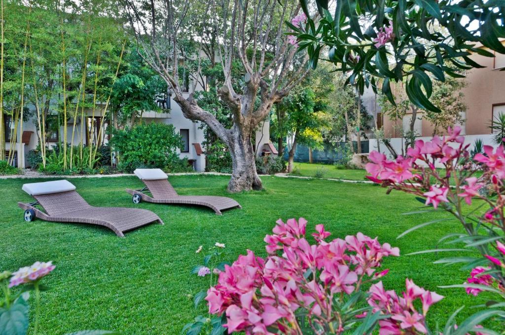 A garden outside Hotel Santa Maria