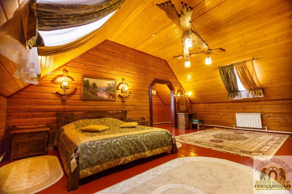 Кровать или кровати в номере Покровский Медведь