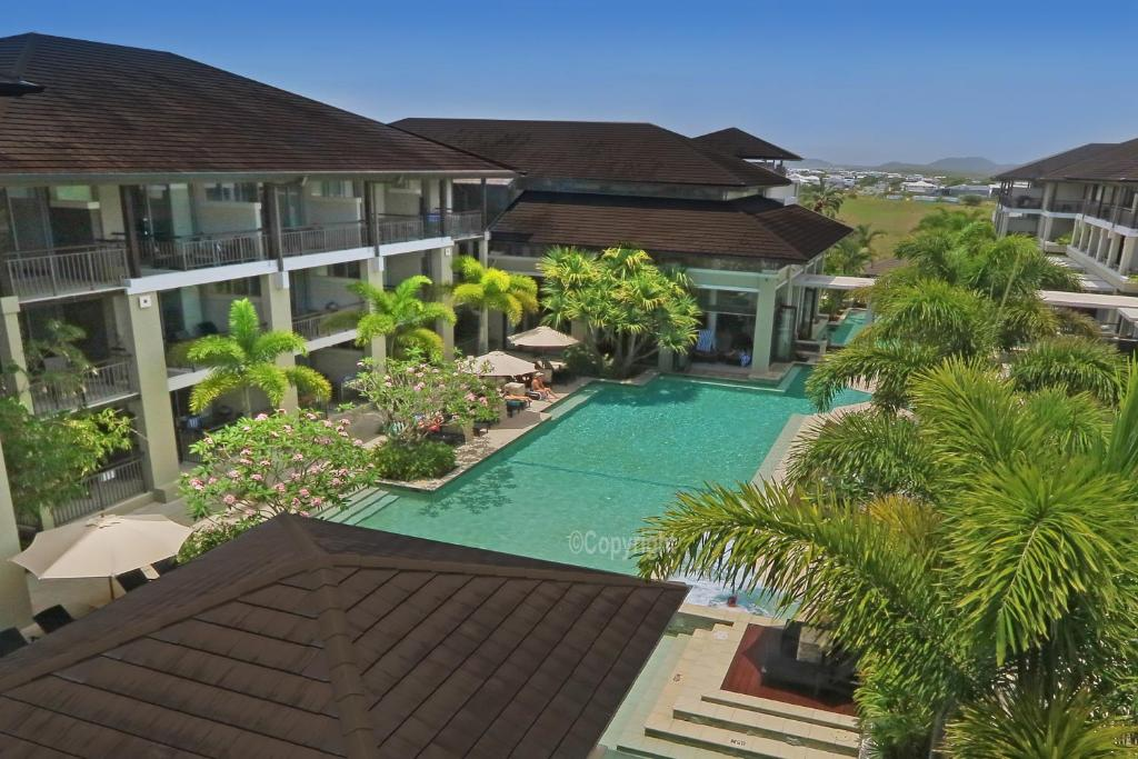 A view of the pool at Santai 321 Beachside Studio or nearby