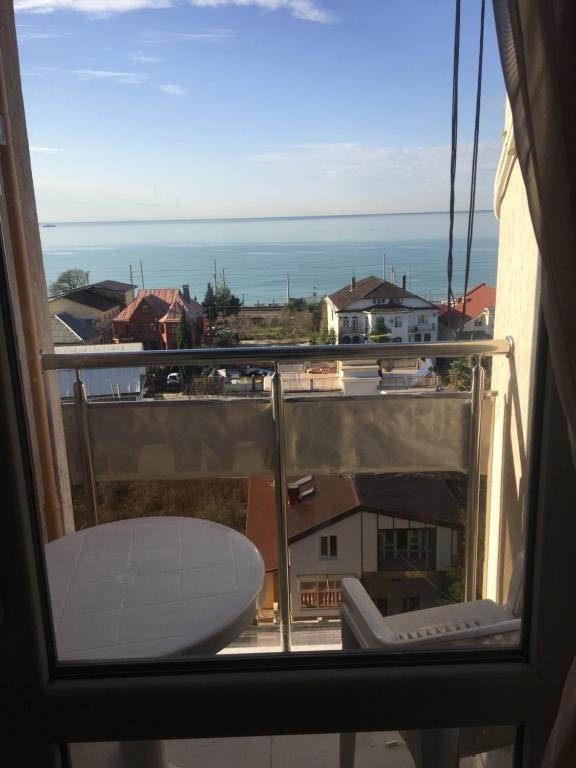 Балкон или терраса в Apartment on Prosveshcheniya Adler