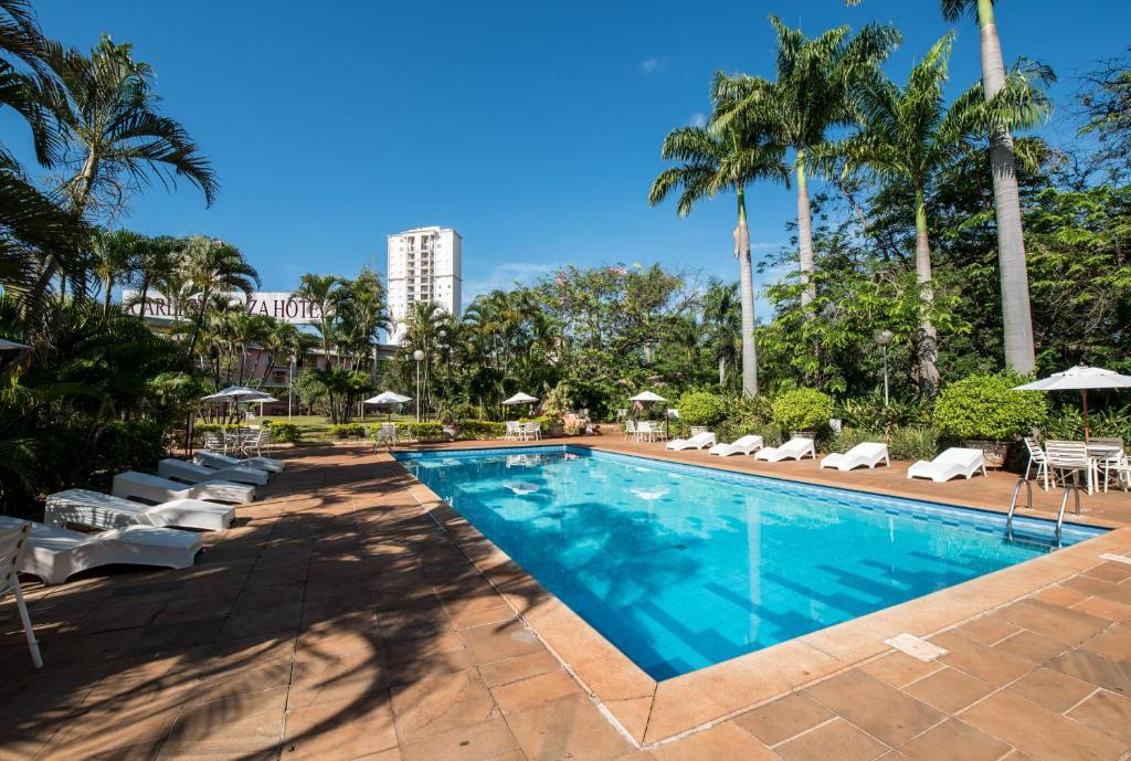 The swimming pool at or near Carlton Suítes Limeira