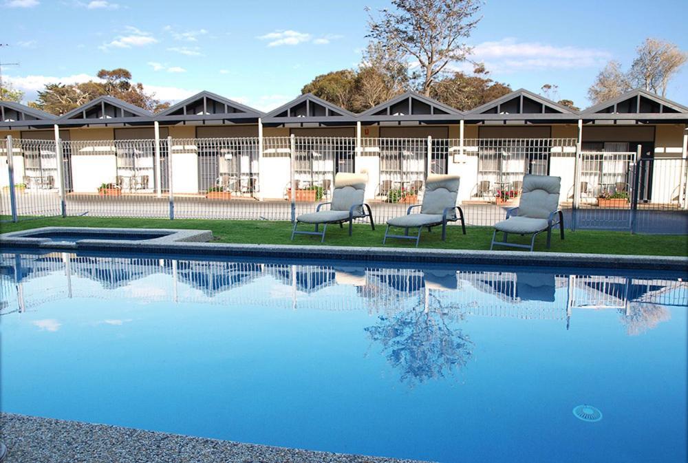The swimming pool at or near Mornington Motel