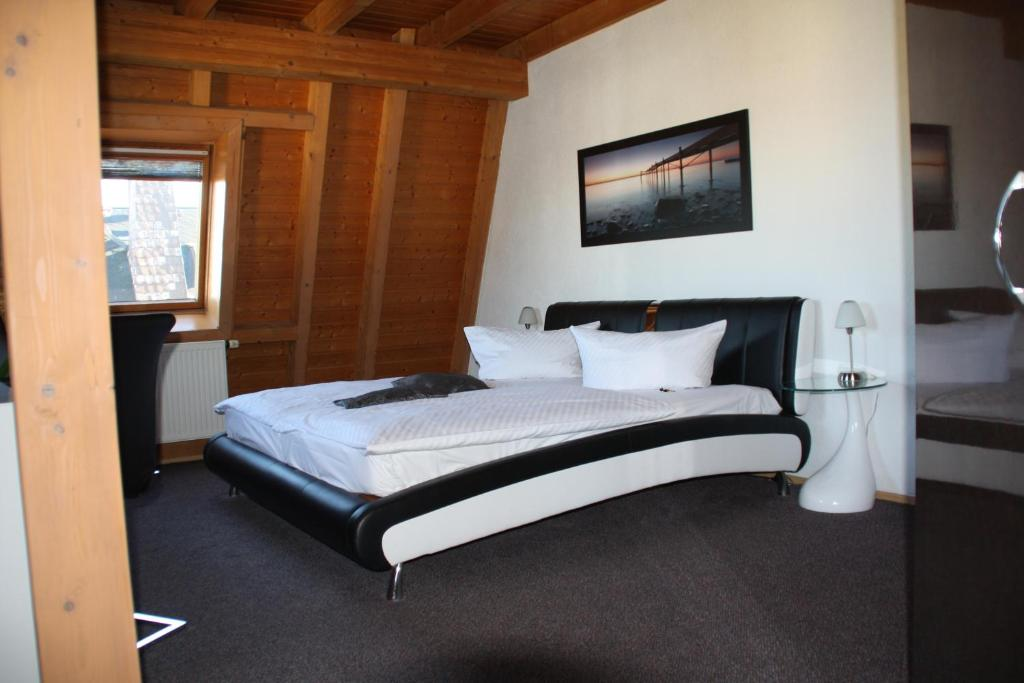 A bed or beds in a room at City-Hotel