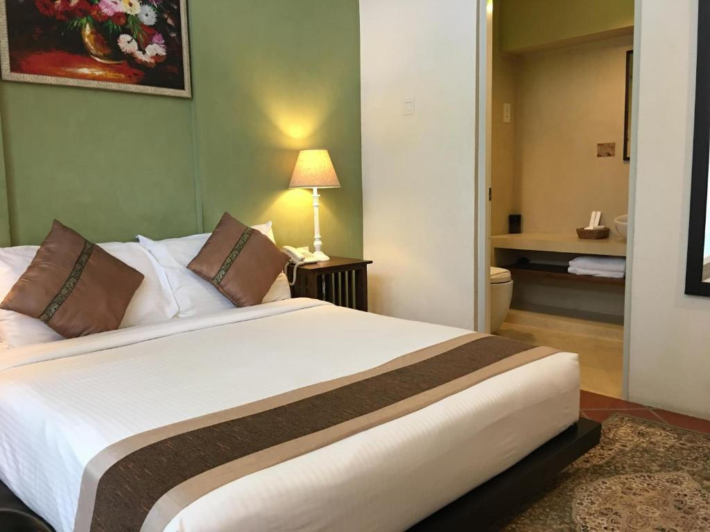 A bed or beds in a room at Spices Hotel