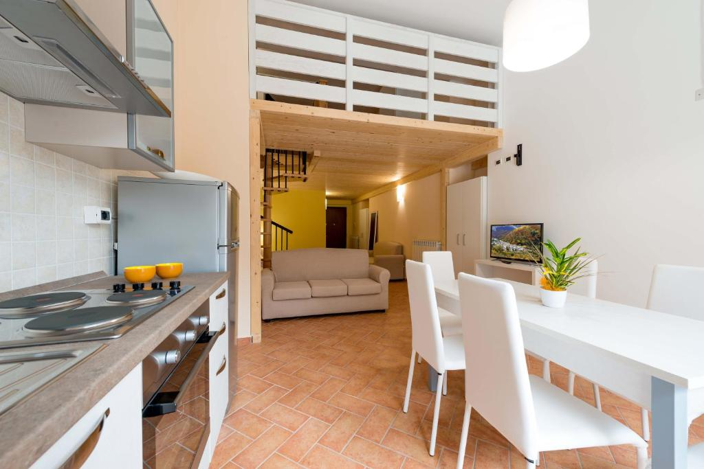 A kitchen or kitchenette at Residence Orso Bianco