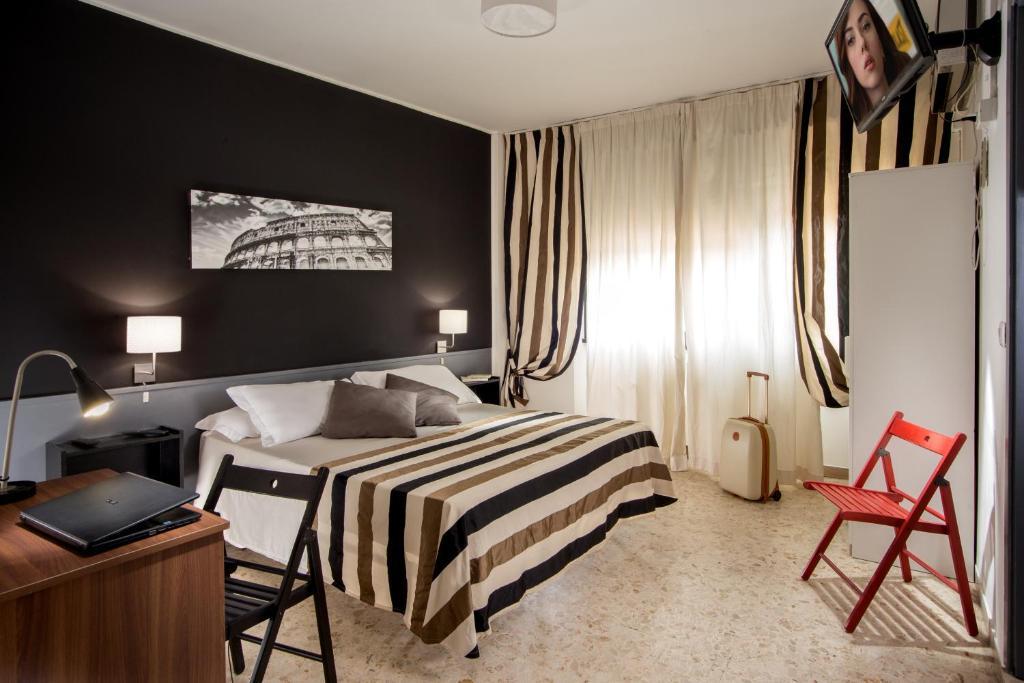 Кровать или кровати в номере Radio Hotel
