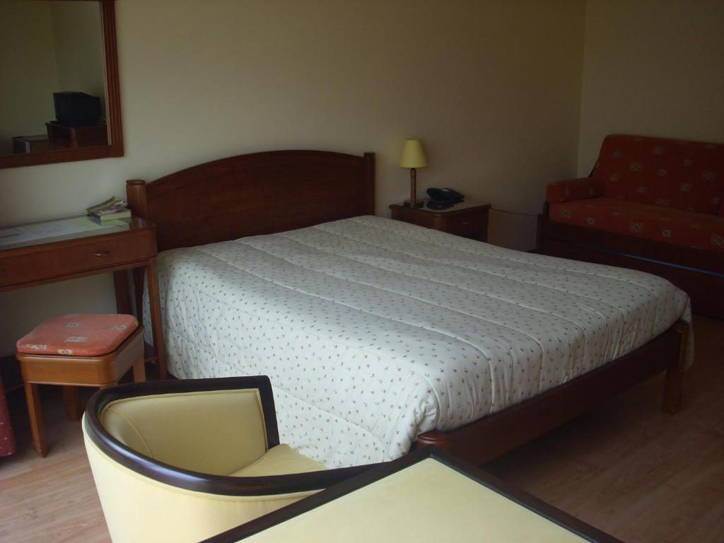 A bed or beds in a room at Complexo Hoteleiro em Santana