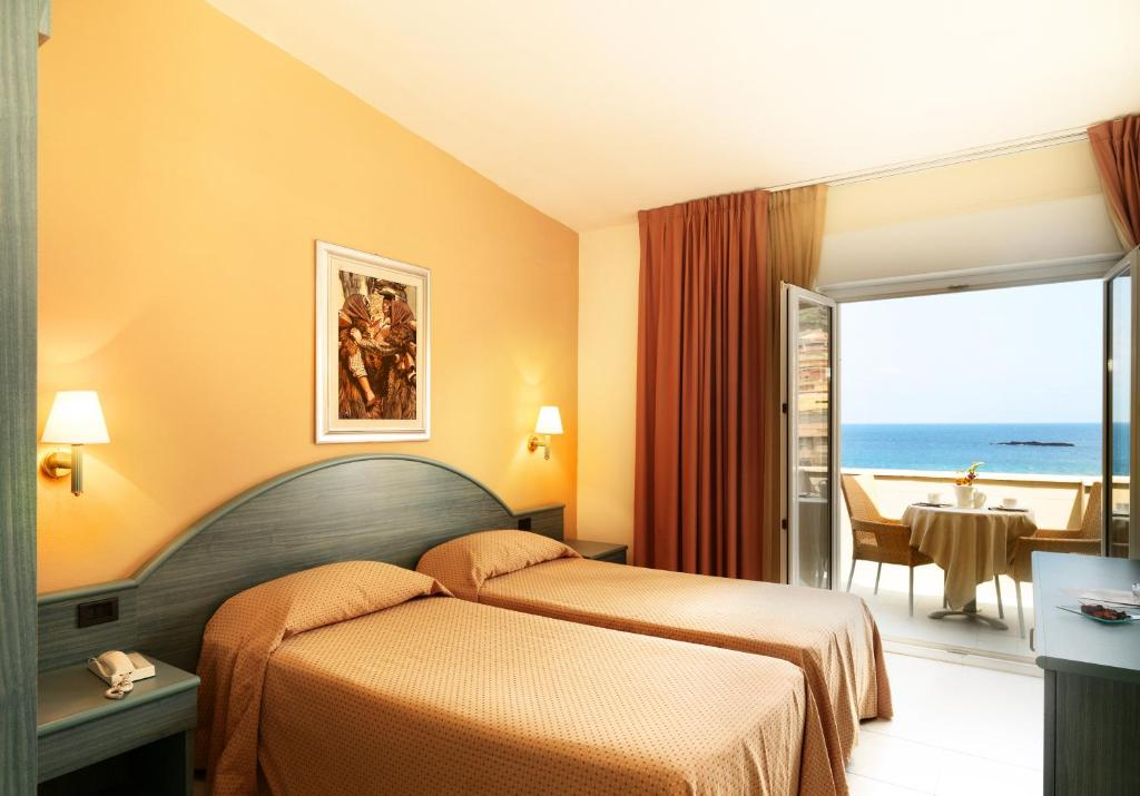 A bed or beds in a room at Hotel & SPA Riviera Castelsardo