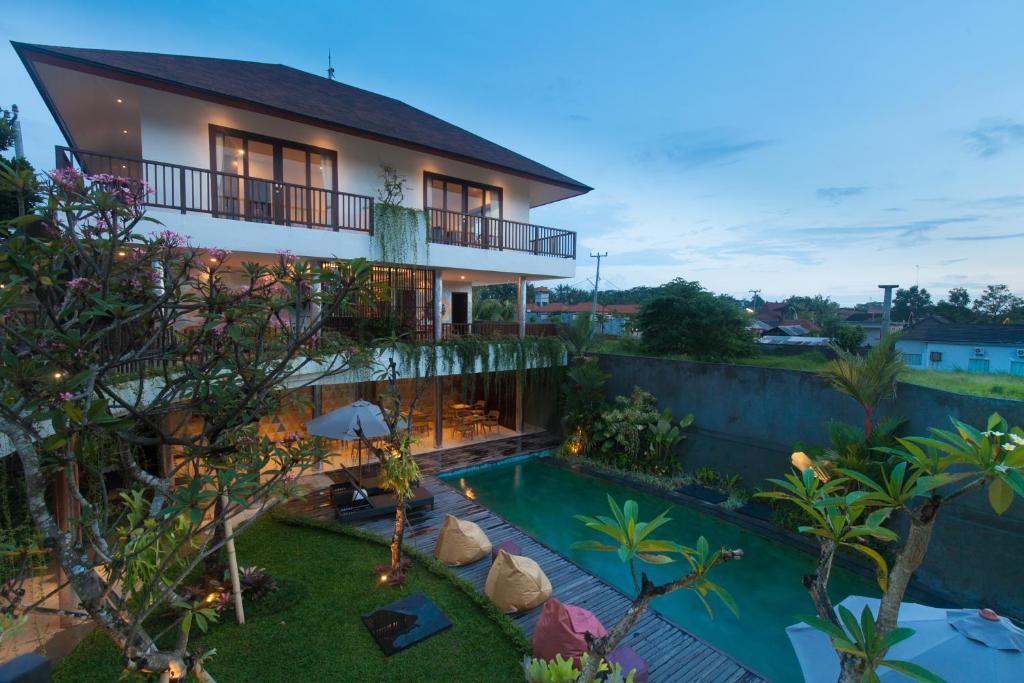 A view of the pool at Amatara Athaya Ubud or nearby