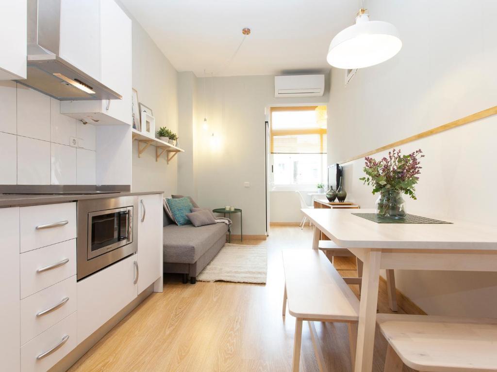 A kitchen or kitchenette at Quiet Travessera