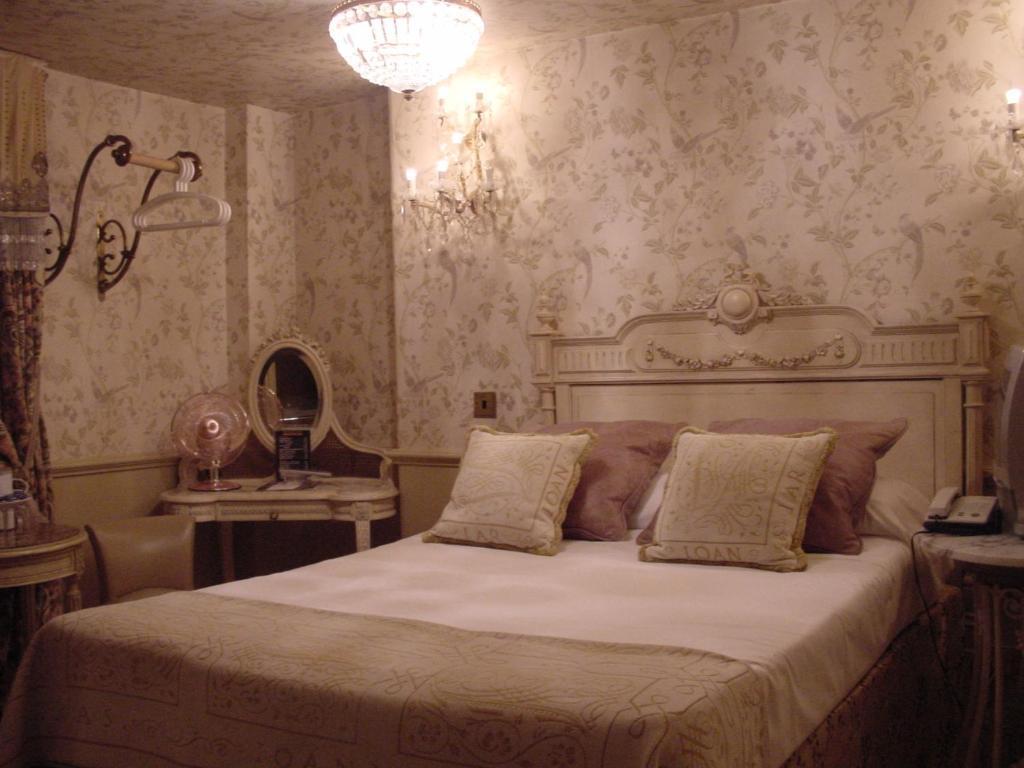 PAVILION HOTEL - Laterooms