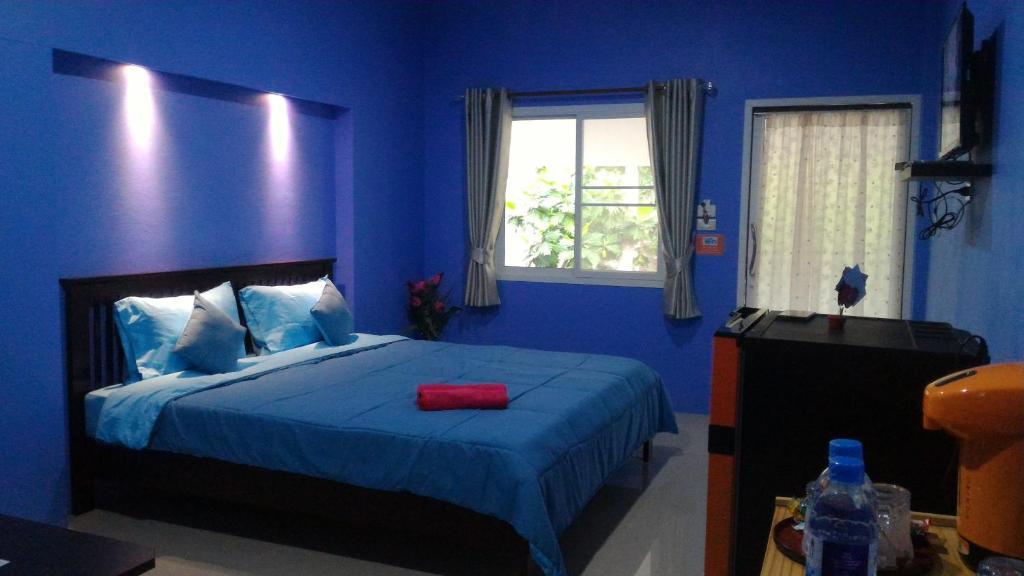 เตียงในห้องที่ Baan Benjathip