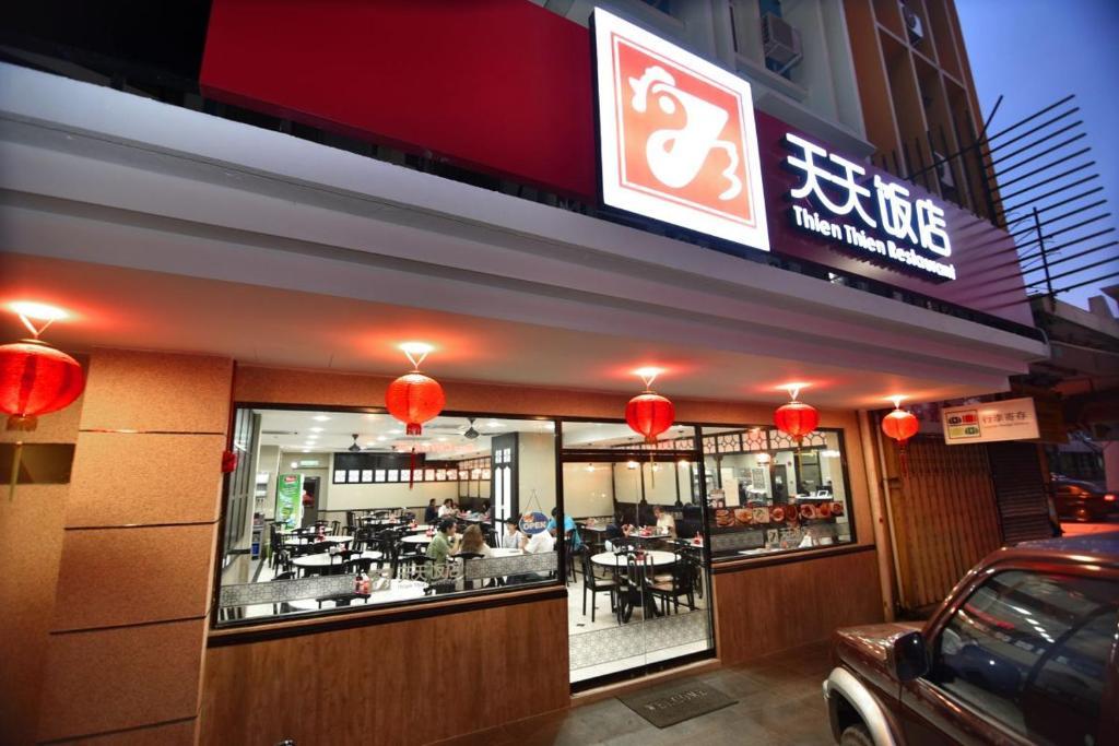 A restaurant or other place to eat at Pantai Inn Kota Kinabalu