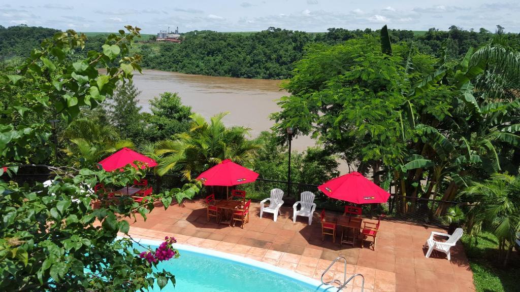 Una vista de la pileta en Costa del Sol Iguazú o alrededores