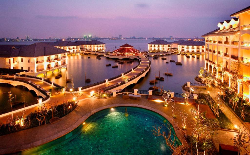 A view of the pool at InterContinental Hanoi Westlake, an IHG Hotel or nearby