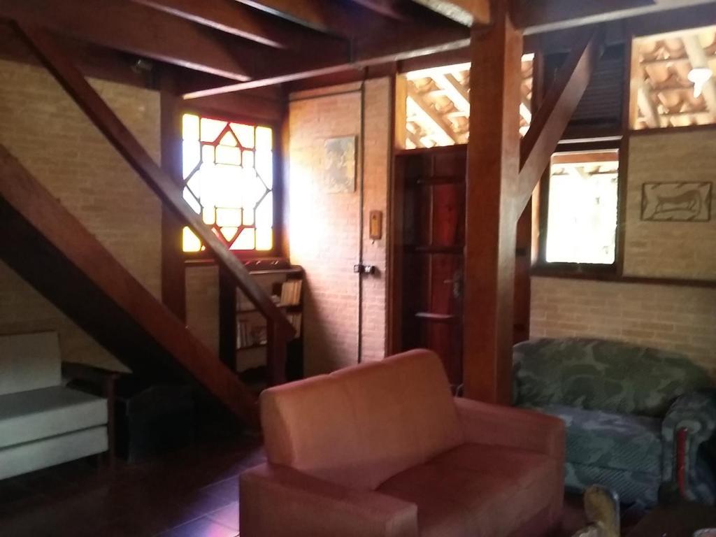 Uma área de estar em CASA em UBATUBA