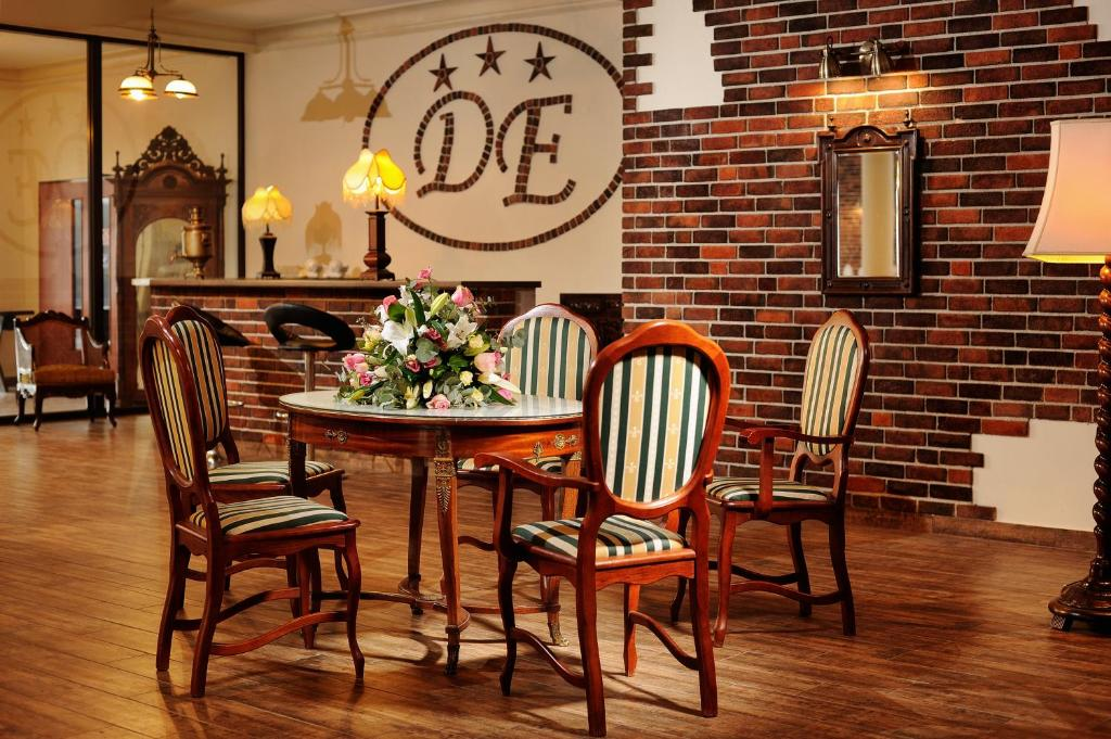A restaurant or other place to eat at Dworek Emilli