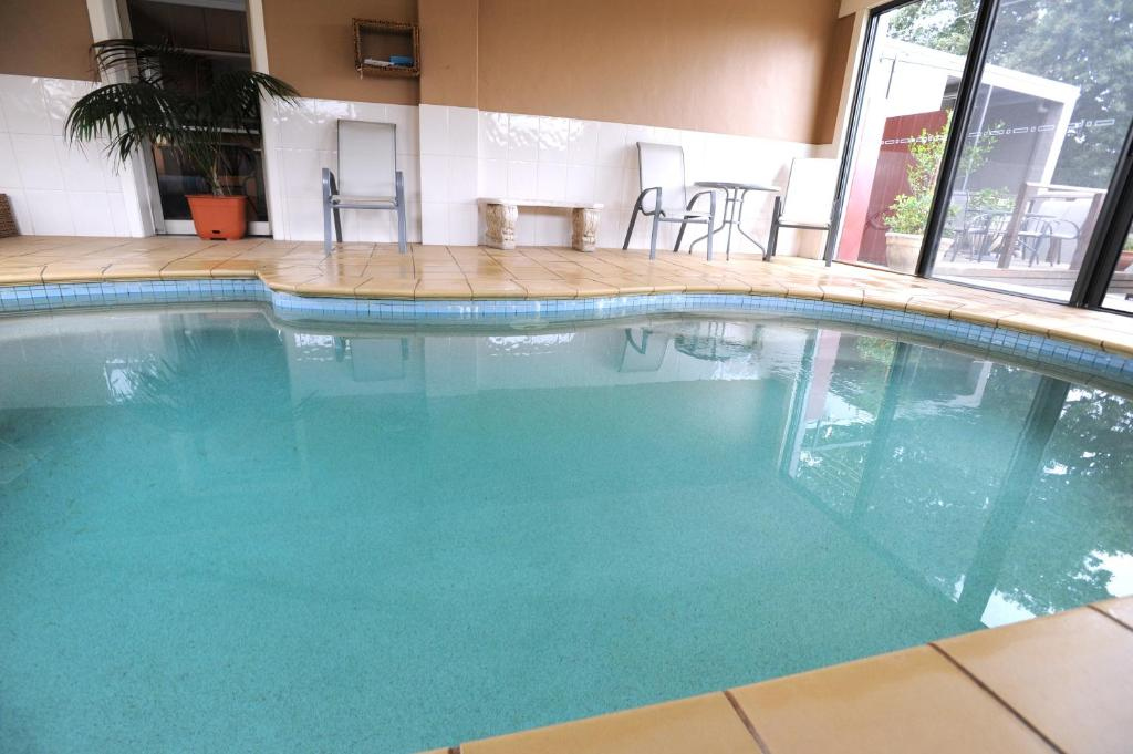 The swimming pool at or near Ballarat Central City Motor Inn