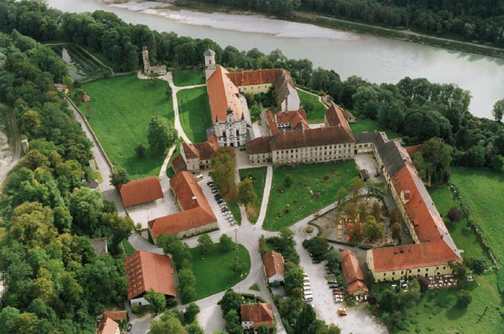 A bird's-eye view of Klostergasthof Raitenhaslach