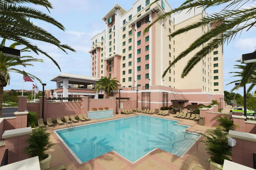 The swimming pool at or close to Embassy Suites by Hilton Orlando Lake Buena Vista South