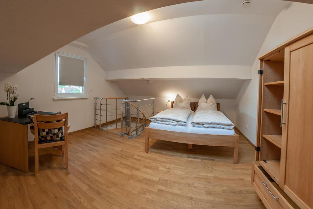 Ein Bett oder Betten in einem Zimmer der Unterkunft Haus Vis a vis