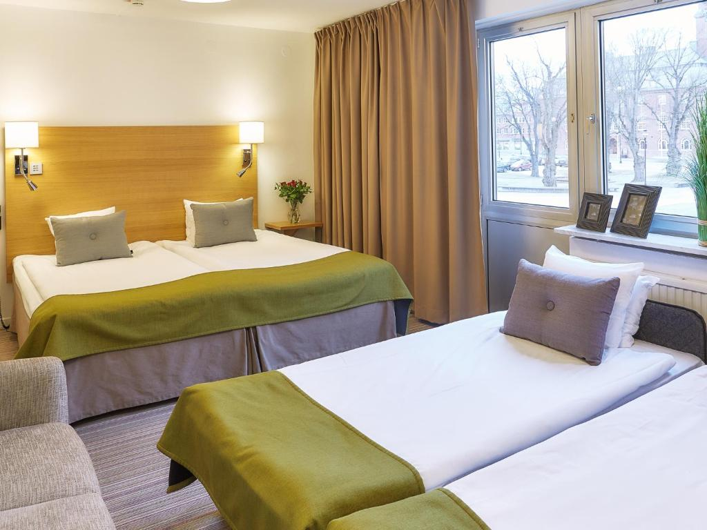 A bed or beds in a room at Hotell Högland