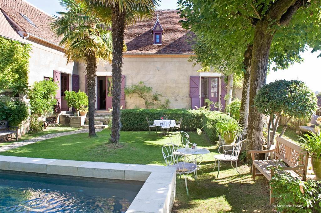 A garden outside La Devinie