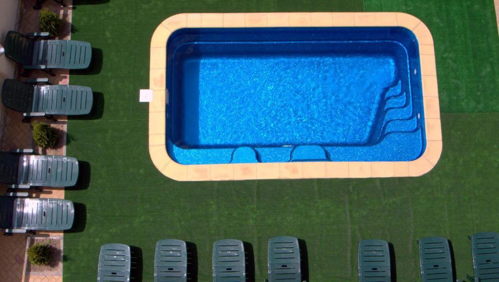 Вид на бассейн в Отель Фрегат или окрестностях