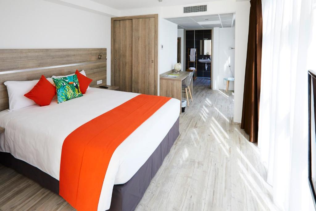 Appart' Hotel La Girafe Marseille La Penne-sur-Huveaune, France