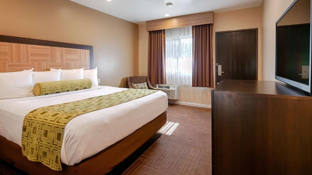 A room at the Best Western Plus Glendale.