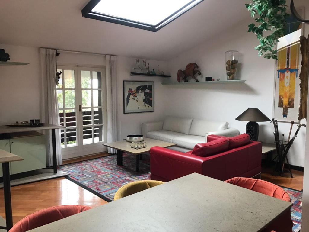 A seating area at Appartamento Bernasconi