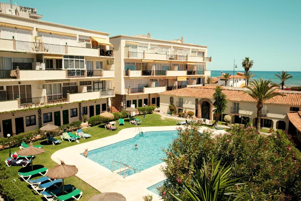 A view of the pool at Hotel Los Jazmines or nearby