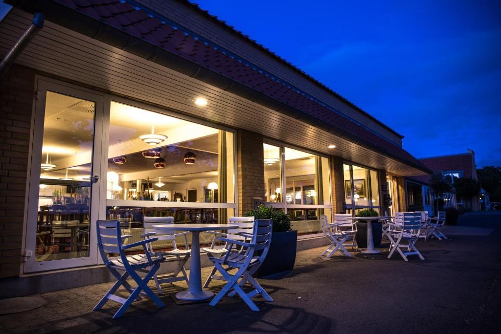 En restaurant eller et andet spisested på Fjelsted Skov Hotel & Konference