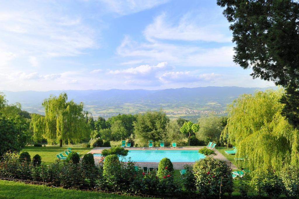The swimming pool at or close to Villa Campestri Olive Oil Resort