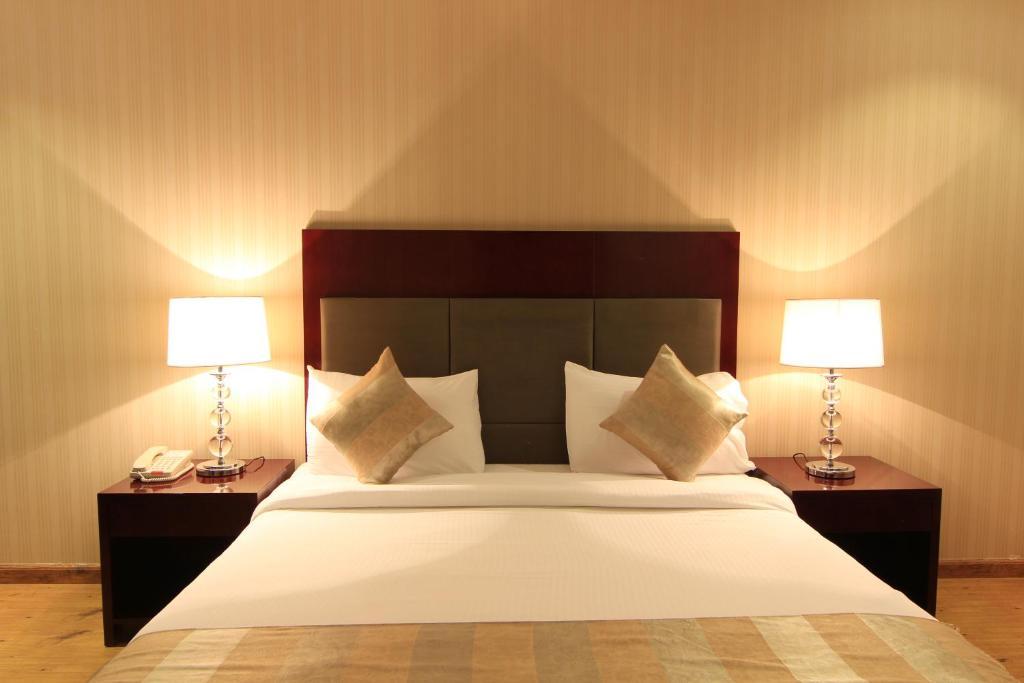 Cama ou camas em um quarto em Aliah Tolan Palace