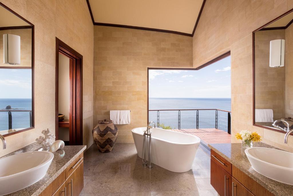 A bathroom at Four Seasons Resort Costa Rica at Peninsula Papagayo