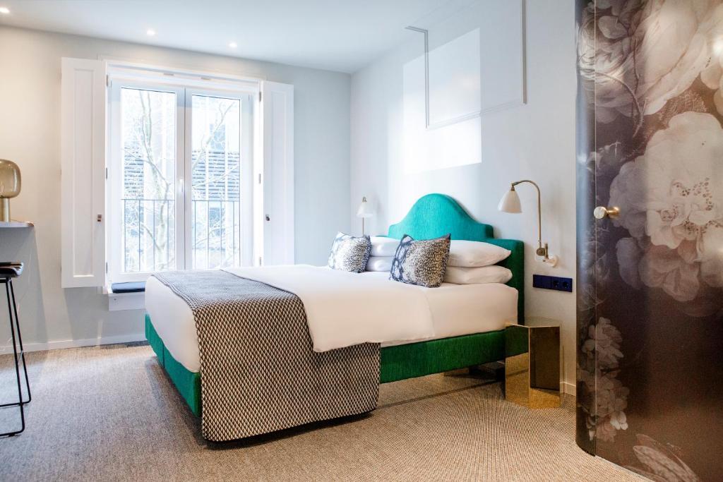 Ein Bett oder Betten in einem Zimmer der Unterkunft The Fritz Düsseldorf Königsallee
