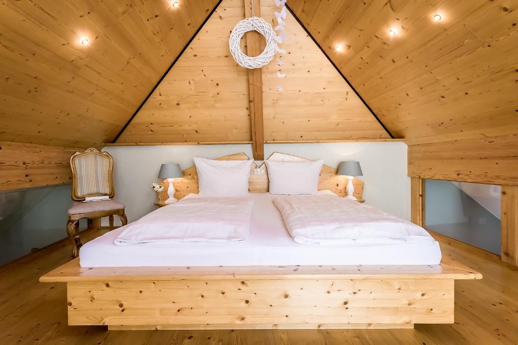 Кровать или кровати в номере Hotel Zum grünen Kranz