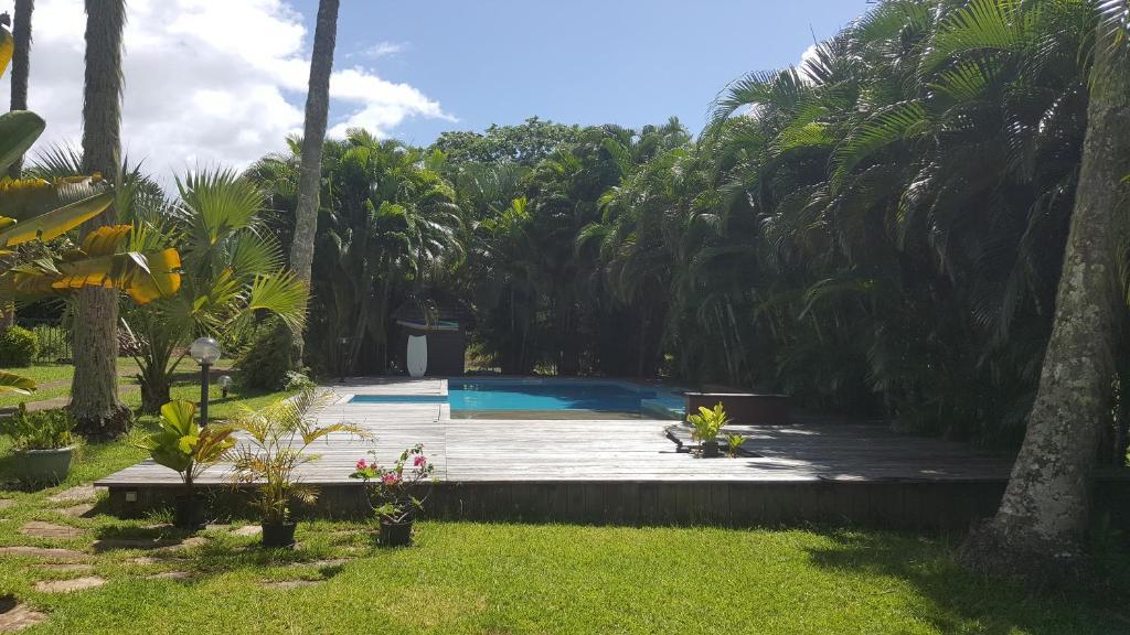 A piscina localizada em Villa ManaOra ou nos arredores