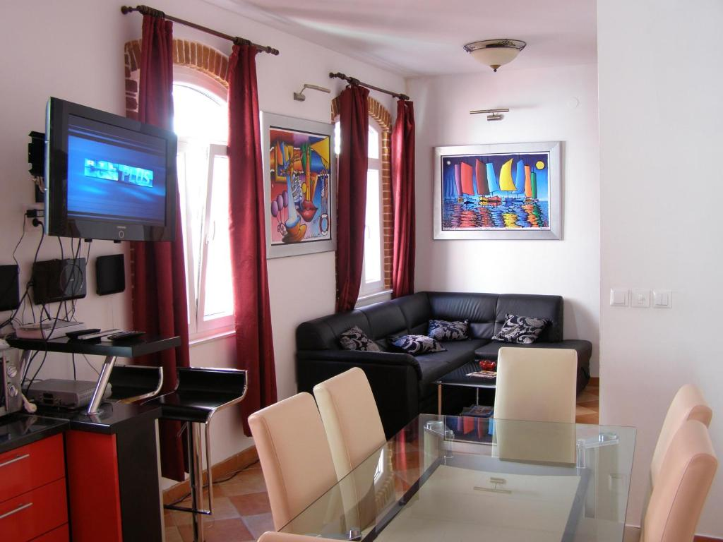 A seating area at Split Artistic Apartments