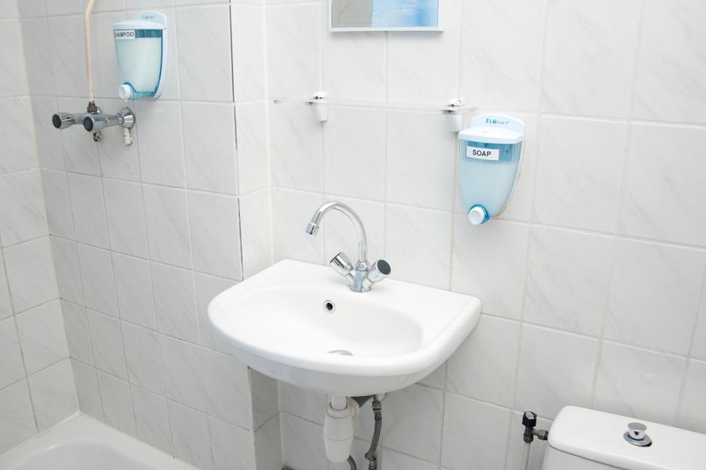A bathroom at Budget Hotel Ben