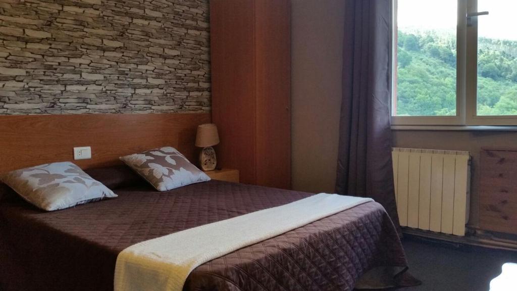 A bed or beds in a room at Pensión Bide-Ondo