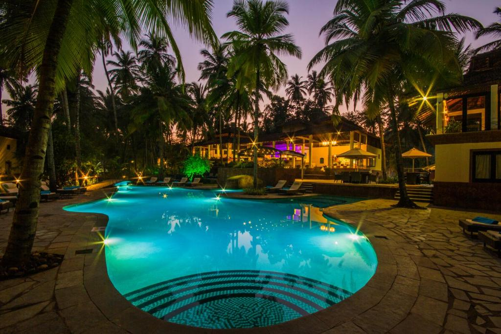 The swimming pool at or near Coconut Creek Resort