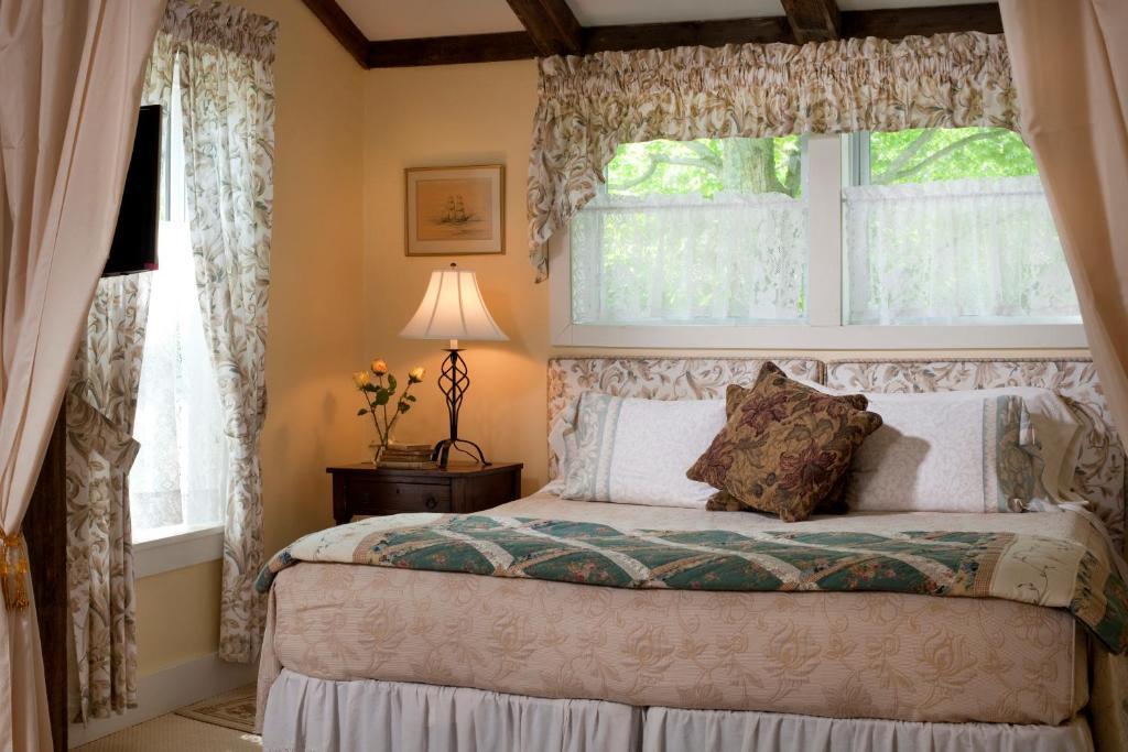 A bed or beds in a room at West Hill House B&B